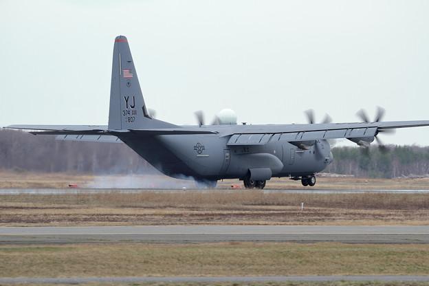 C-130J-30 14-5807 YJ 374AW (2)