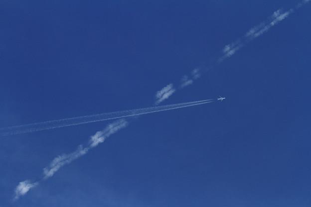 写真: 空の交差点 (1)
