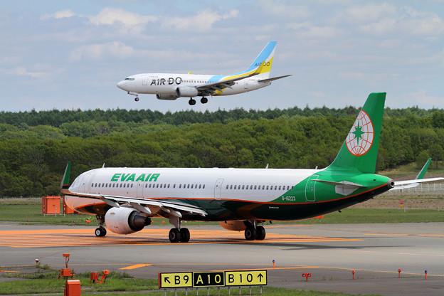 A321 EVAとB737 ADO
