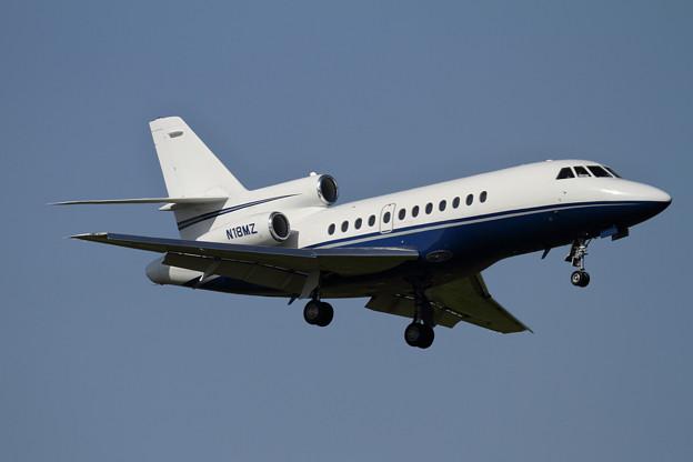 Falcon900 N18MZ approach