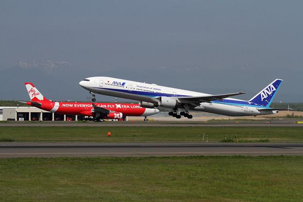 青と赤の機体