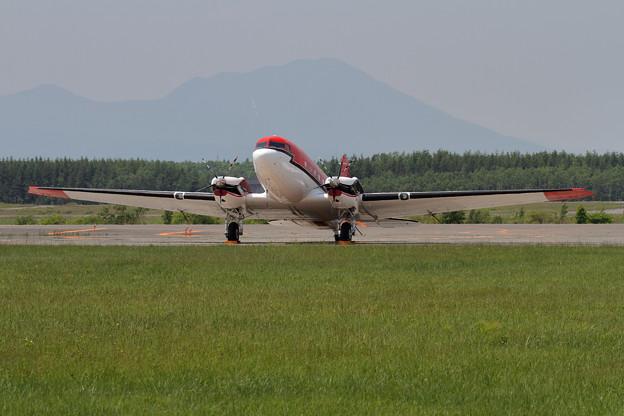 写真: 今年も来ていたBT-67 C-FBKB (2)