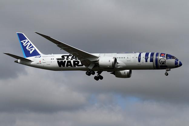 B787-9 ANA StarWars R2-D2が飛来 (2)