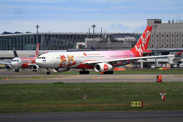 A330 ThaiAirAsiaX Lotte World livery HS-XTD (1)