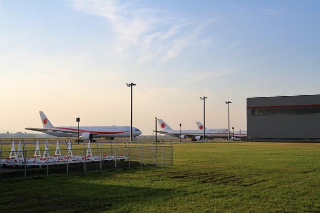 政府専用機 B777-300ERとB747-400 (1)