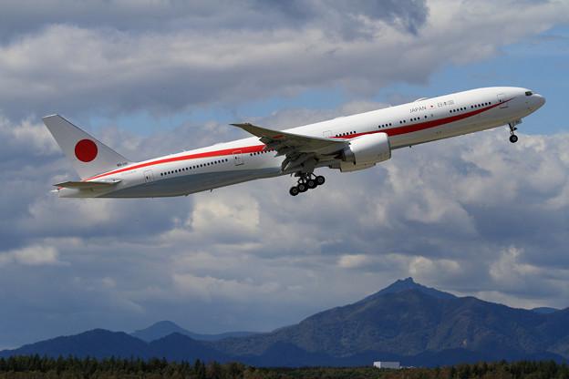 B777-300ER 80-1111 飛行訓練始まる(2)