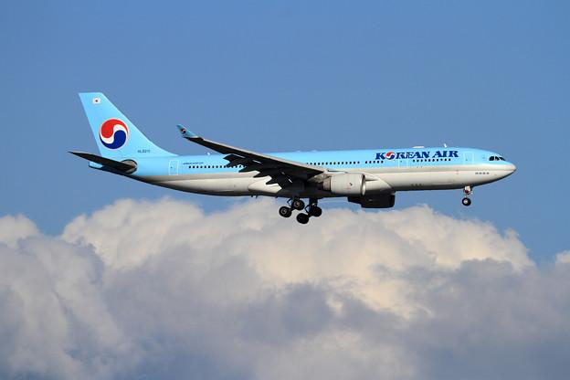 A330 KAL HL8211 approach