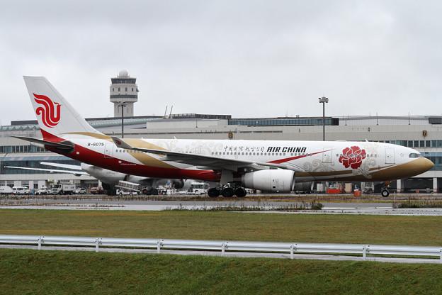 A330 AirChina B-6075 (1)