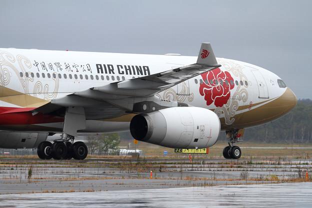 A330 AirChina B-6075 (2)