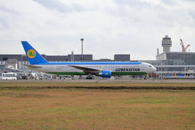 B767 Uzbekistan UK67003 飛来 (2)