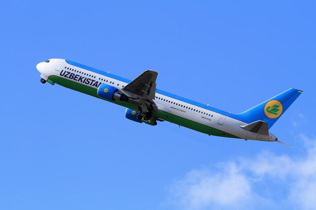 B767-300 Uzbekistan UK67006 takeoff