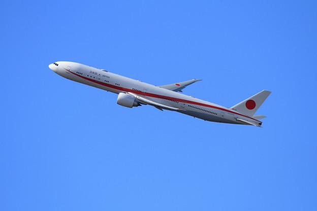 B777-300ER 次期政府専用機 80-1111 takeoff climb