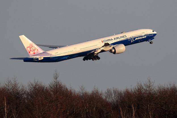 B777 CAL B-18007 takeoff