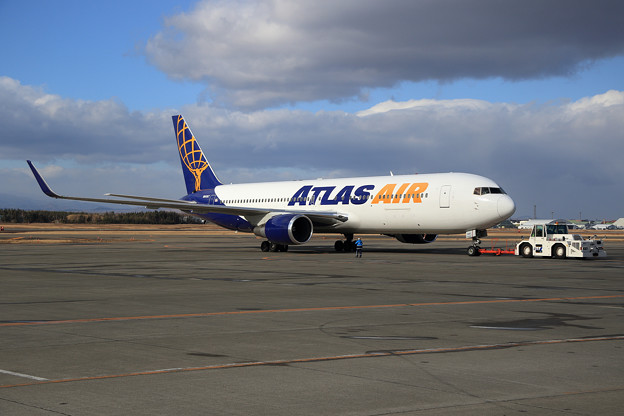 B767 Atlas Air N649GT push back