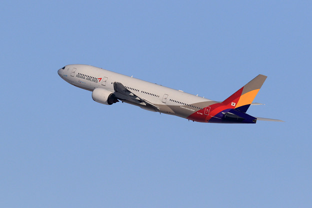 Photos: B777 Asiana HL7756 takeoff