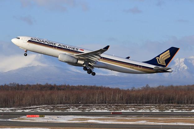 A330 SIA 9V-SSI takeoff (1)