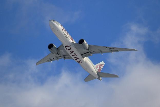 B777F Qatar Airways Cargo A7-BFF takeoff (1)