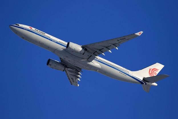 A330 中国国際航空 B-5901 takeoff
