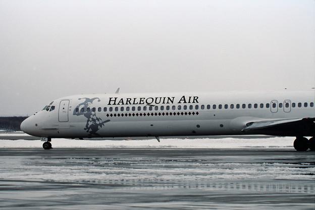 MD-81 JA8552 Harlequin Air HLQ CTS 1998.02 (2)