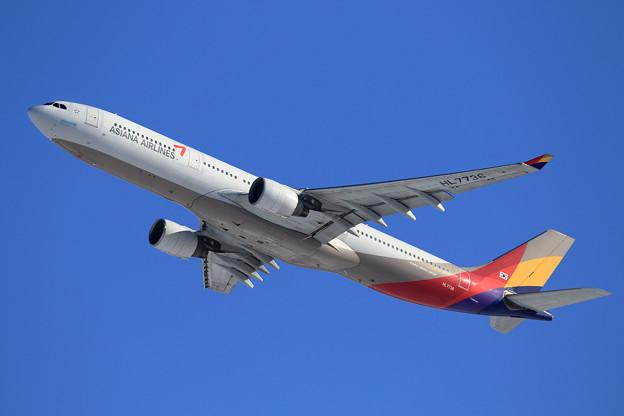 A330 Asiana HL7736 takeoff