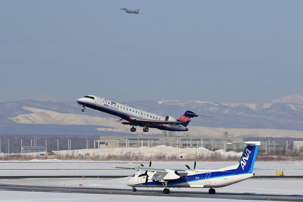 Q400とCRJ700とF-15