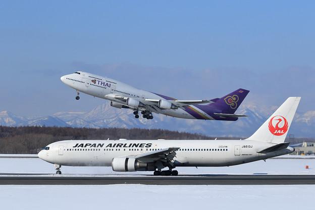 B767 JALとB747 THAI