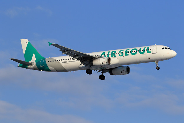 A321 Air Seoul HL8266 approach