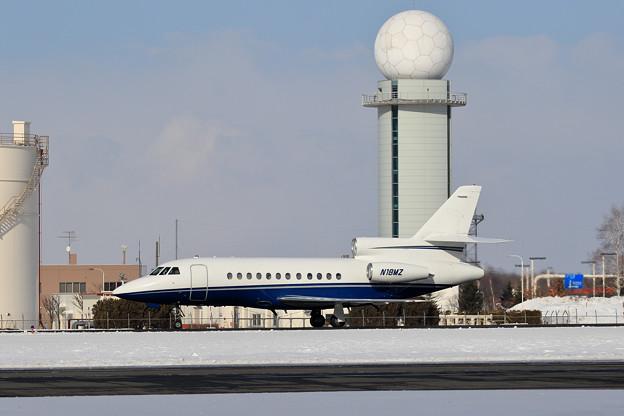 Falcon900 N18MZ taxiing