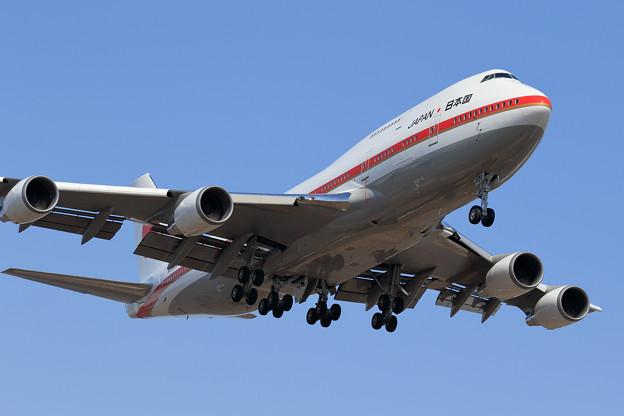 B747-400 政府専用機 RJCC19L approach (2)
