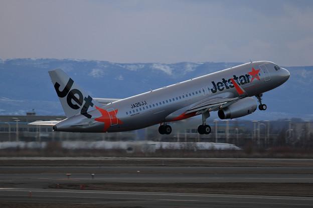 A320 Jetstar JA25JJ takeoff
