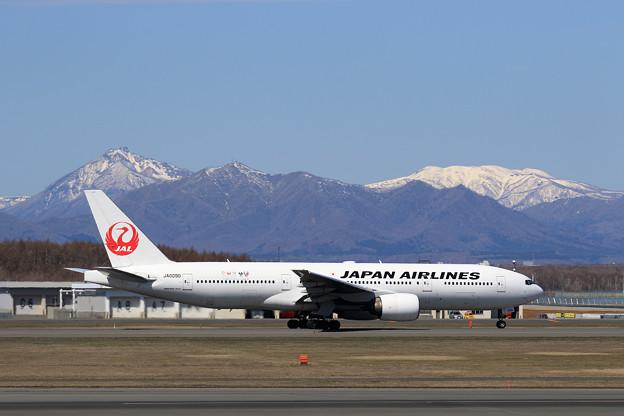 Boeing777 JAL JA009Dと恵庭岳、漁岳