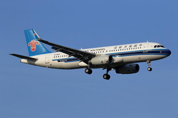 Photos: A320 CSN B-1829 approach