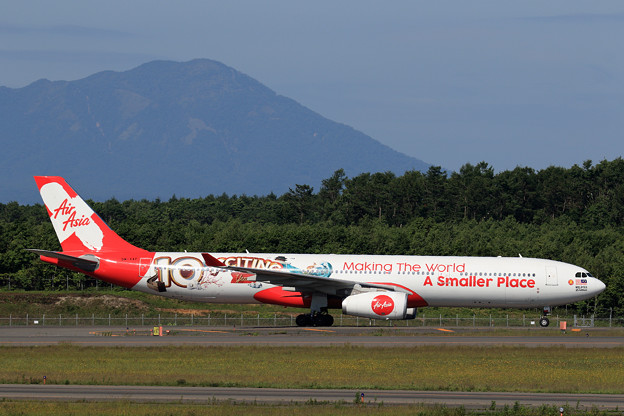 A330 AirAsiaX 10th anniversary livery (1)