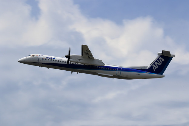 Q400 JA845A ANA Wings takeoff