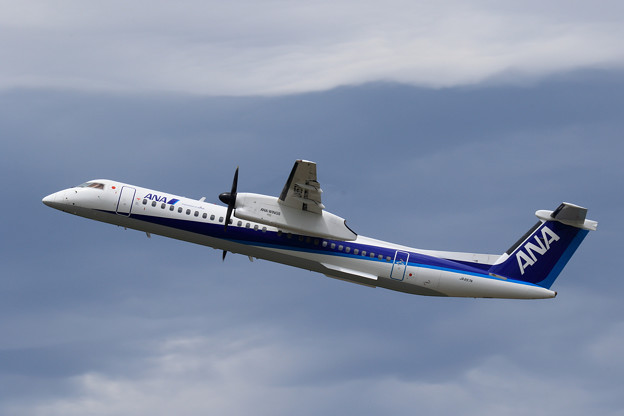 Q400 JA857A ANA Wings takeoff