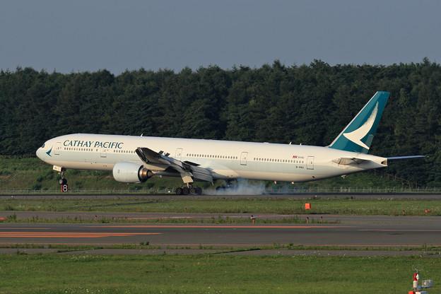 Boeing777 CX580 touchdown