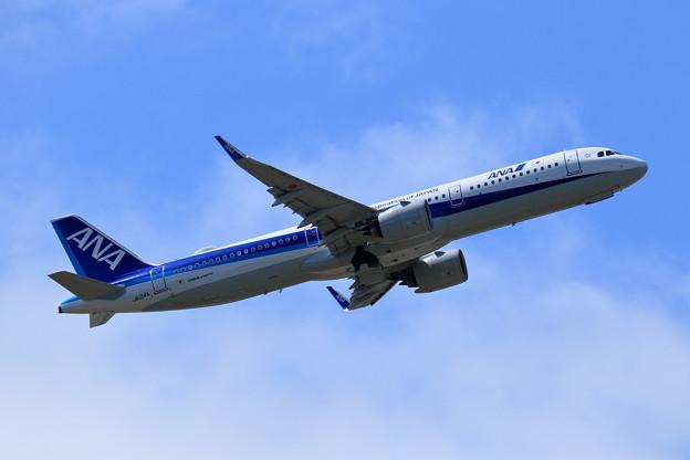 A321neo ANA JA134A takeoff