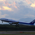 Photos: Boeing777 ANA JA709A 黄昏時のtakeoff