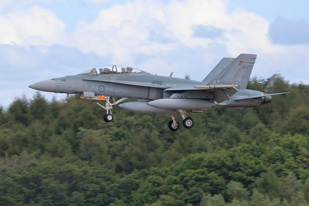 F/A-18B A21-114 2OCU RAAF 飛来