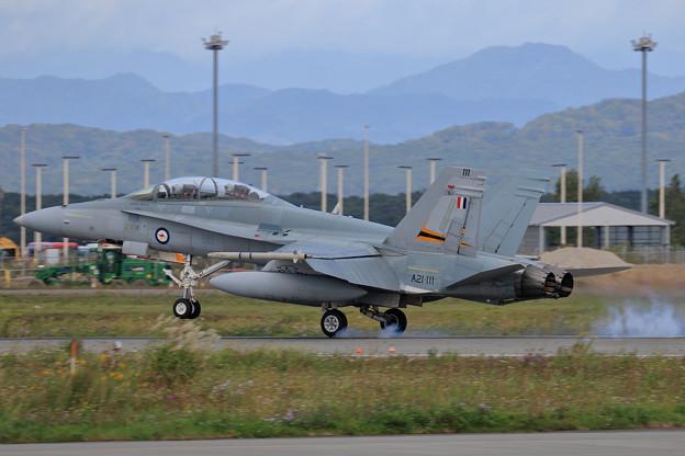 F/A-18B A21-111 2OCU RAAF 飛来