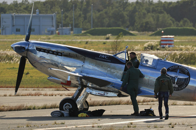 Silver Spitfire G-IRTY 飛来(4)