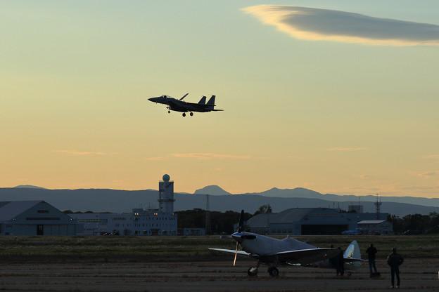 Silver Spitfire G-IRTY 飛来(5)