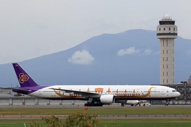 Boeing777 Thai Airways Royal Barge livery