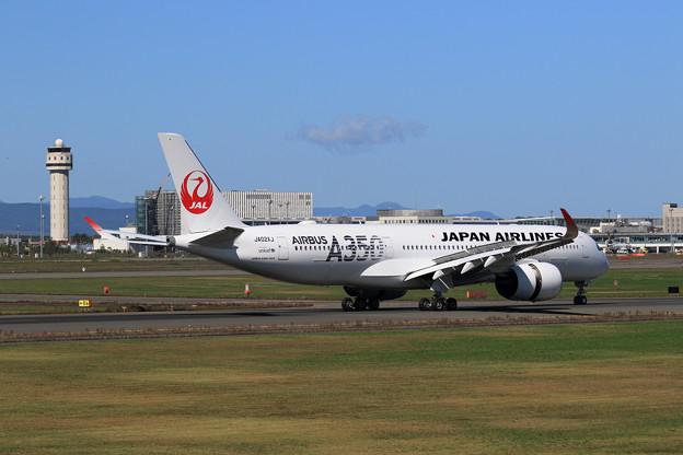 A350-900 JAL JA02XJ landing