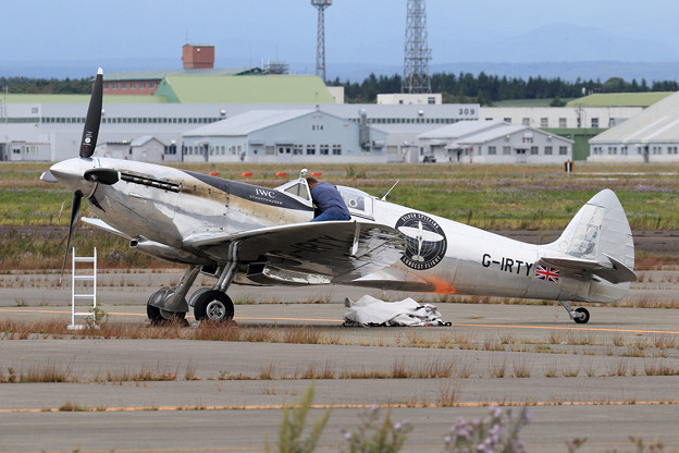 Silver Spitfire G-IRTY departure (1)