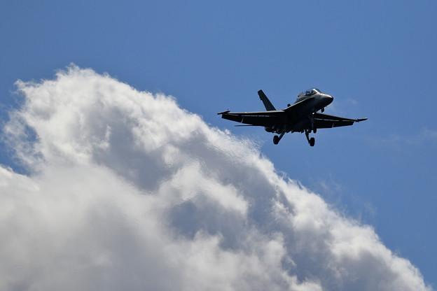F/A-18 RAAF approach(2)
