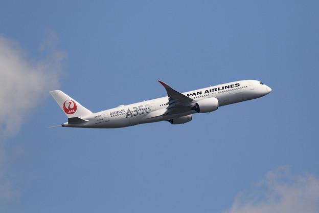 A350-900 JAL JA02XJ takeoff