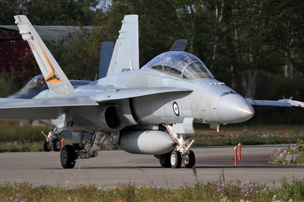 F/A-18B A21-111 2OCU RAAF(1)