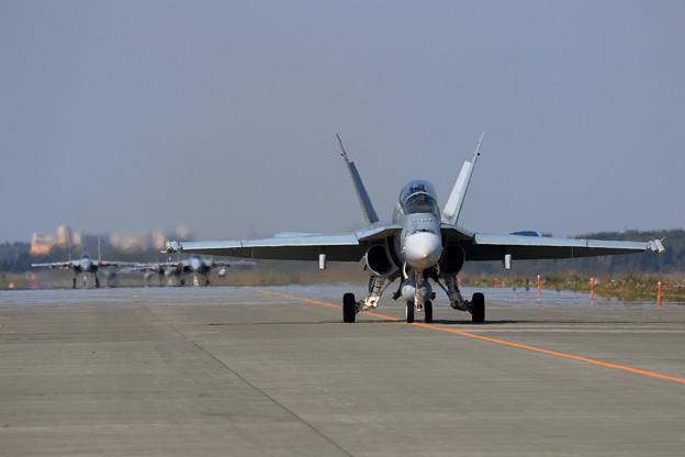 F/A-18B RAAF taxiing (1)