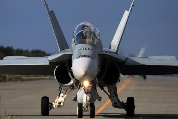 F/A-18B RAAF taxiing (2)